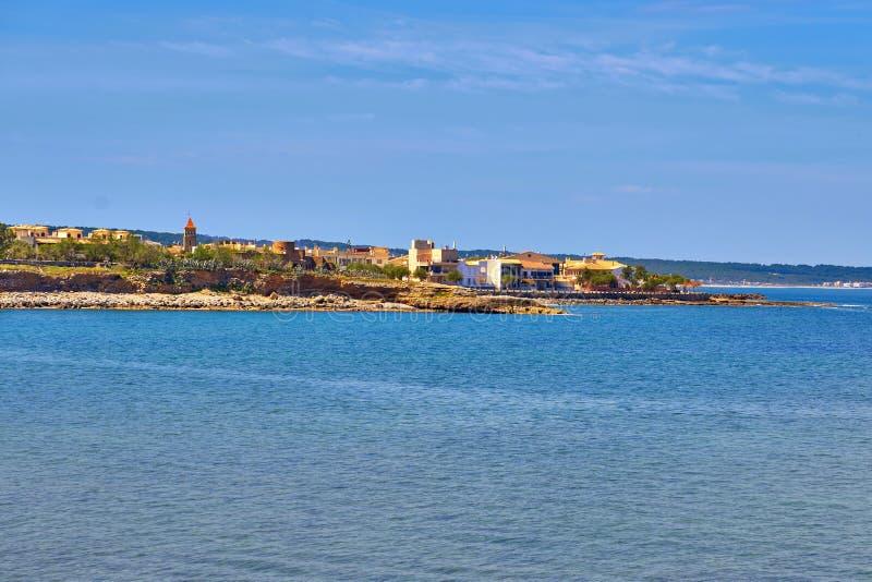 Paisaje urbano de la opinión de la playa de Colonia De Sant Pere - Majorca - España fotografía de archivo