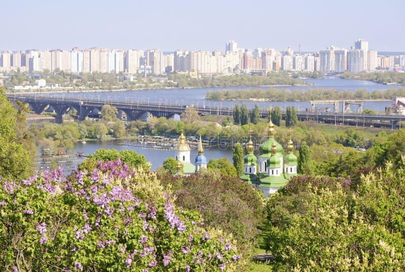 Paisaje urbano de la primavera de Kiev imagen de archivo libre de regalías