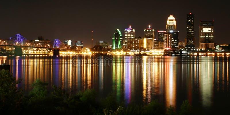 Paisaje urbano de Louisville Kentucky imagen de archivo