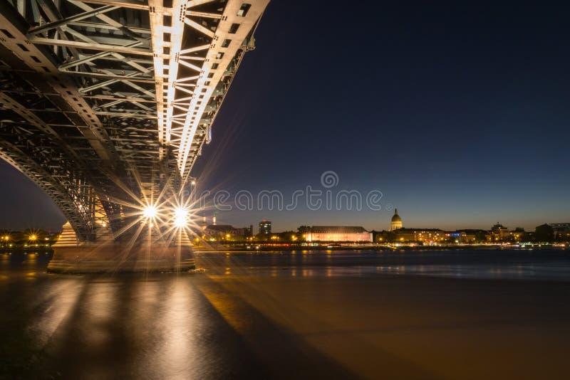 Paisaje urbano de Maguncia con el Theodor-Heuss-puente foto de archivo libre de regalías