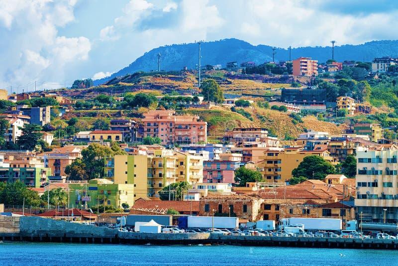 Paisaje urbano de Messina en el mar Mediterráneo Sicilia Italia foto de archivo libre de regalías