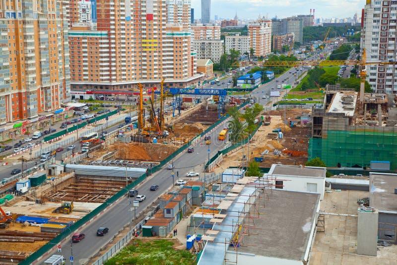 Paisaje urbano de Moscú construcción de un templo Perspectiva de Michurinsky fotos de archivo libres de regalías