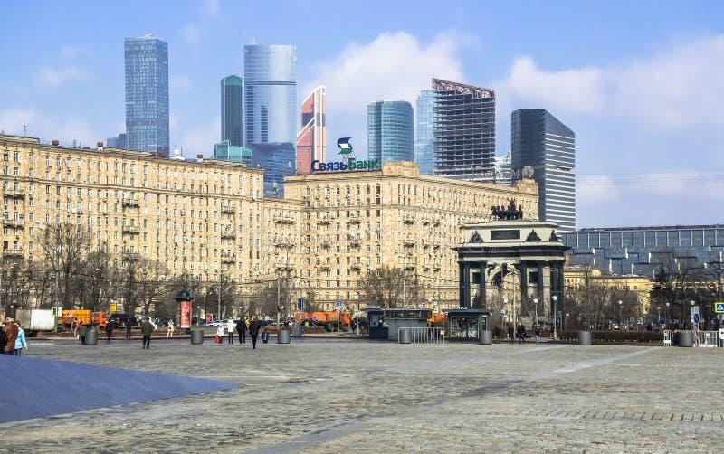 Paisaje urbano de Moscú Visión desde la colina de Poklonnaya en dirección de la avenida de Kutuzovsky foto de archivo libre de regalías