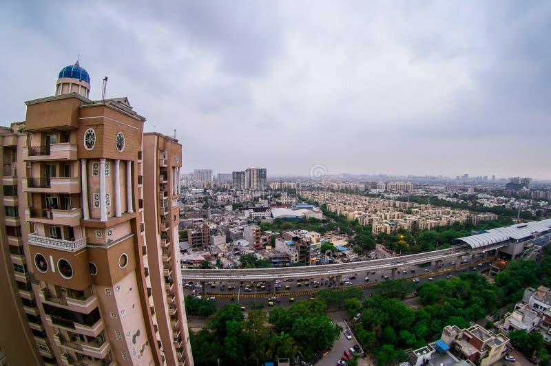 Paisaje urbano de Noida durante hora del azul de la oscuridad foto de archivo libre de regalías