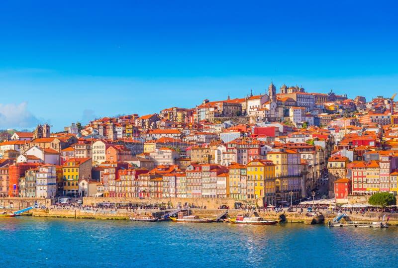 Paisaje urbano de Oporto, vista de la ciudad europea vieja, Portugal fotografía de archivo libre de regalías
