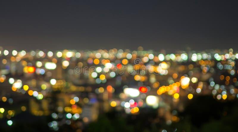 Paisaje urbano de Pattaya en la noche, bokeh borroso de la foto imagenes de archivo