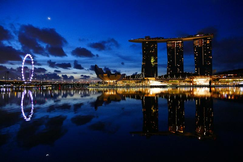 Paisaje urbano de Singapur en Marina Bay Area foto de archivo libre de regalías