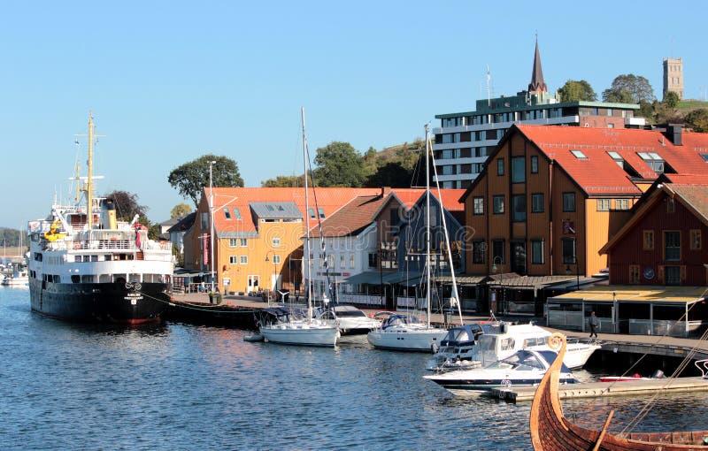 Paisaje urbano de Strondheim, Noruega - fondo de la arquitectura imágenes de archivo libres de regalías