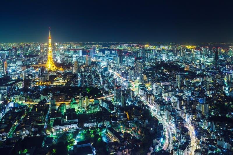 Paisaje urbano de Tokio en la noche foto de archivo libre de regalías