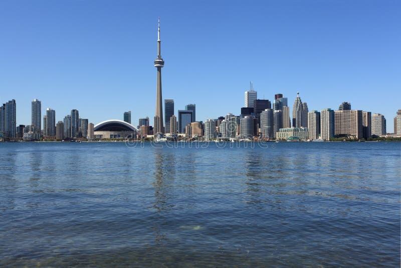 Paisaje urbano de Toronto bajo el cielo claro imagen de archivo libre de regalías