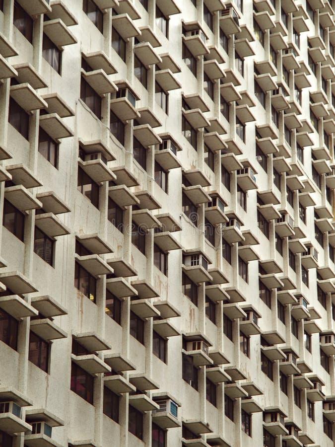 Paisaje urbano del edificio urbano con las porciones de ventanas