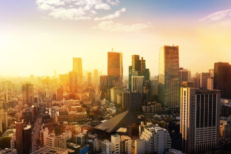 paisaje urbano del horizonte de /sunrise de la puesta del sol de la ciudad de Tokio en la visión aérea w fotografía de archivo