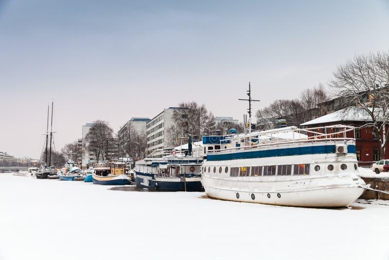 Paisaje urbano del invierno de Turku, Finlandia foto de archivo