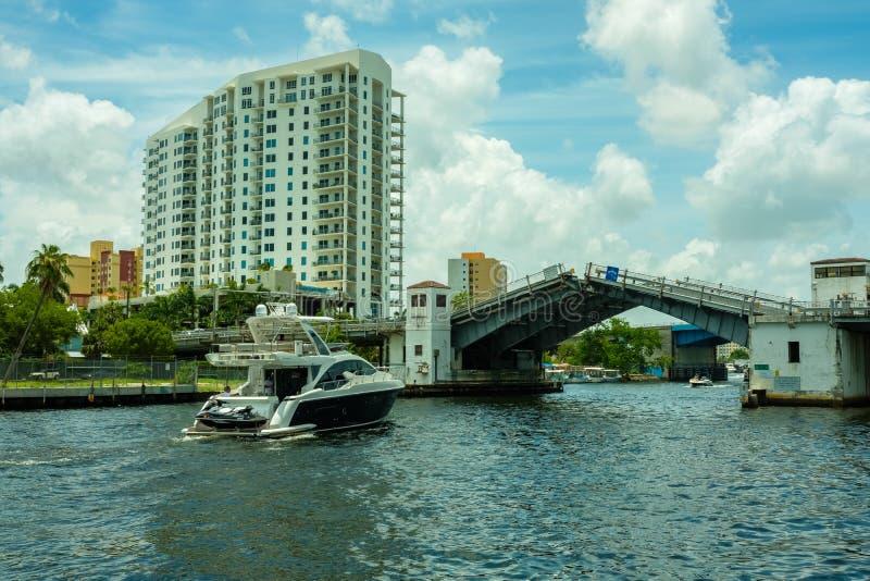 Paisaje urbano del río de Miami imagen de archivo