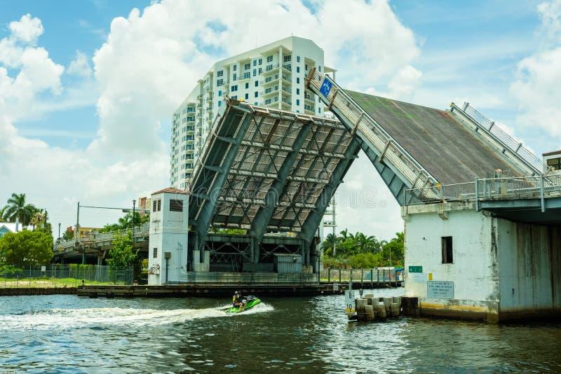 Paisaje urbano del río de Miami fotos de archivo