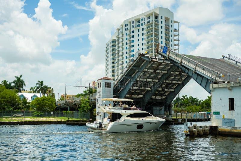 Paisaje urbano del río de Miami imágenes de archivo libres de regalías