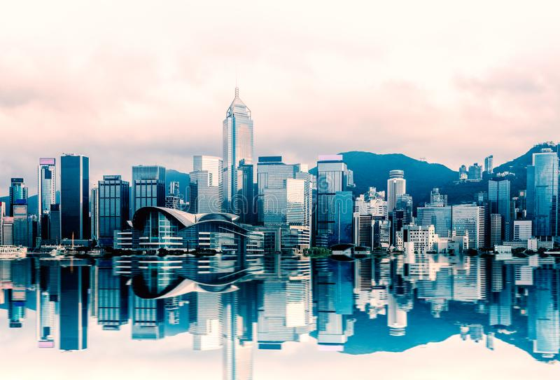 Paisaje urbano en Victoria Harbour, visión de Hong Kong desde el transbordador de la estrella, Kowloon fotografía de archivo