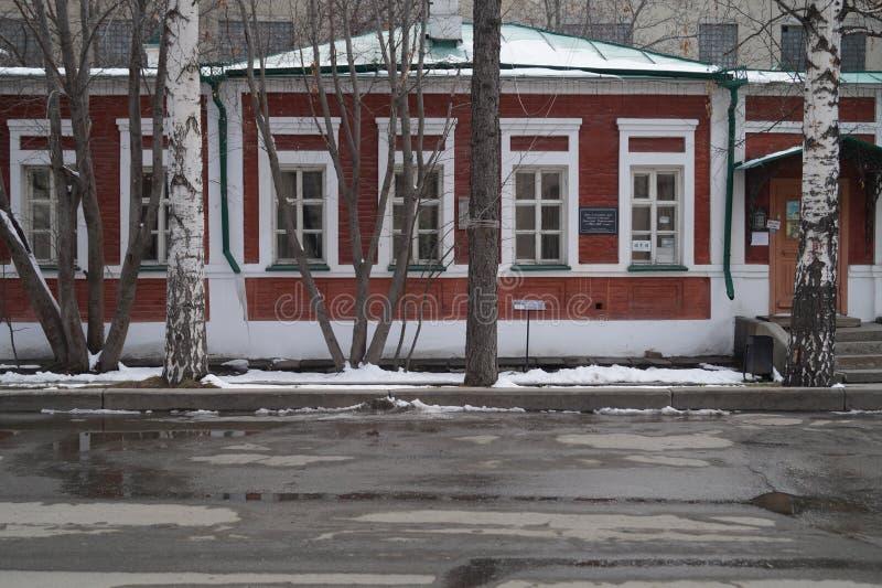 Paisaje urbano: fragmento de la calle de Pushkin de la casa 27 Casa del siglo XIX de Mamin-Sibiryak del escritor foto de archivo