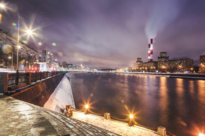 Paisaje urbano hermoso, Moscú en la noche, la capital de Rusia, CIT fotografía de archivo libre de regalías