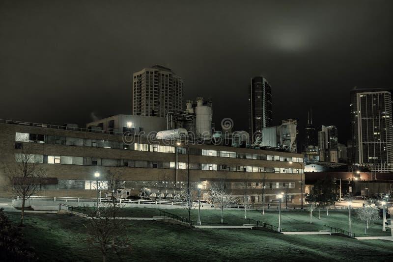 Paisaje Urbano Industrial De La Noche Con El Horizonte De Chicago ...