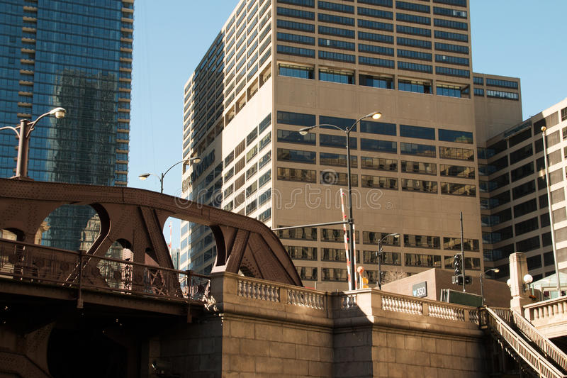Paisaje urbano moderno y viejo de Chicago céntrica de los edificios imágenes de archivo libres de regalías