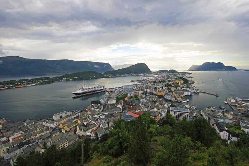 Paisaje urbano panorámico de Alesund, Noruega imagen de archivo libre de regalías