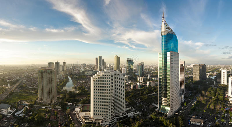 Paisaje urbano panorámico de Jakarta imagenes de archivo