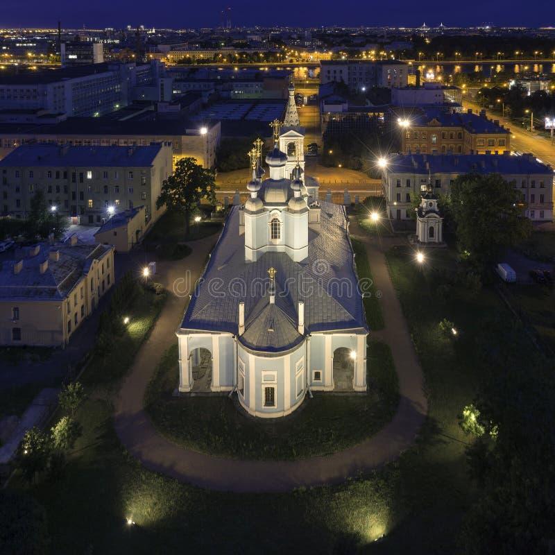 Paisaje urbano panorámico de la noche con la catedral de Sampson del santo, la iglesia más vieja en St Petersburg, Rusia imágenes de archivo libres de regalías