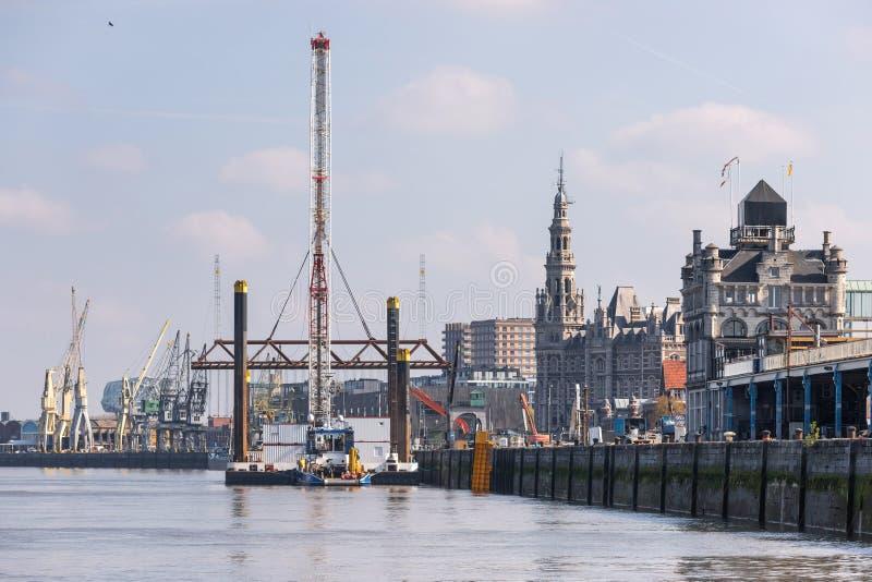 Paisaje urbano soleado de Antwerpen B?lgica fotografía de archivo libre de regalías