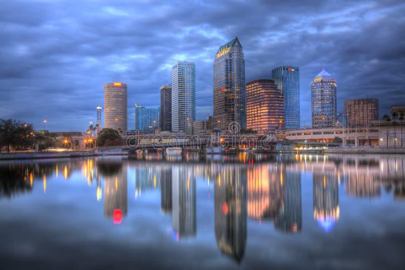Paisaje urbano Tampa, la Florida de las reflexiones foto de archivo libre de regalías
