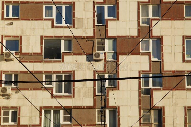 Paisaje urbano: un fragmento de la fachada de un edificio en la calle de Malyshev imagenes de archivo