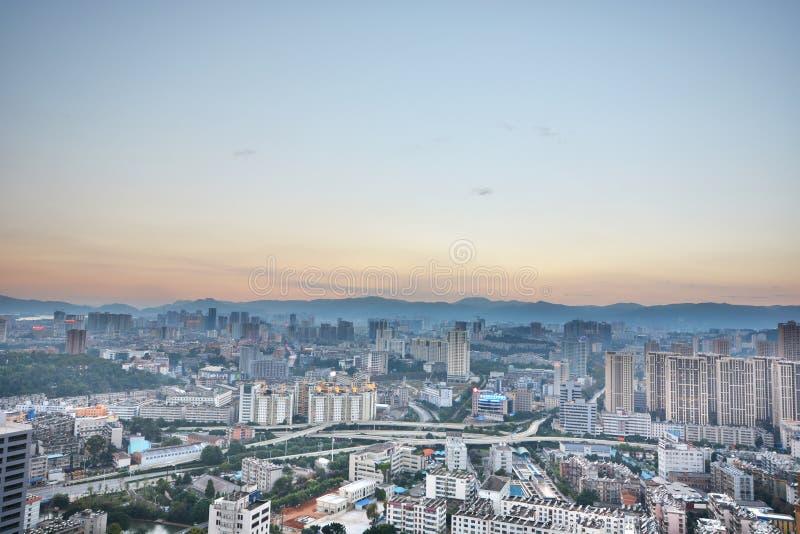 Paisaje urbano y edificio en Kunming, foto de archivo libre de regalías