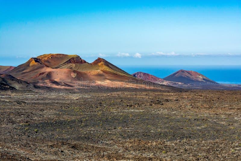 Paisaje volcánico asombroso de la isla de Lanzarote, parque nacional de Timanfaya foto de archivo