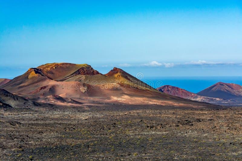 Paisaje volcánico asombroso de la isla de Lanzarote, parque nacional de Timanfaya fotografía de archivo libre de regalías