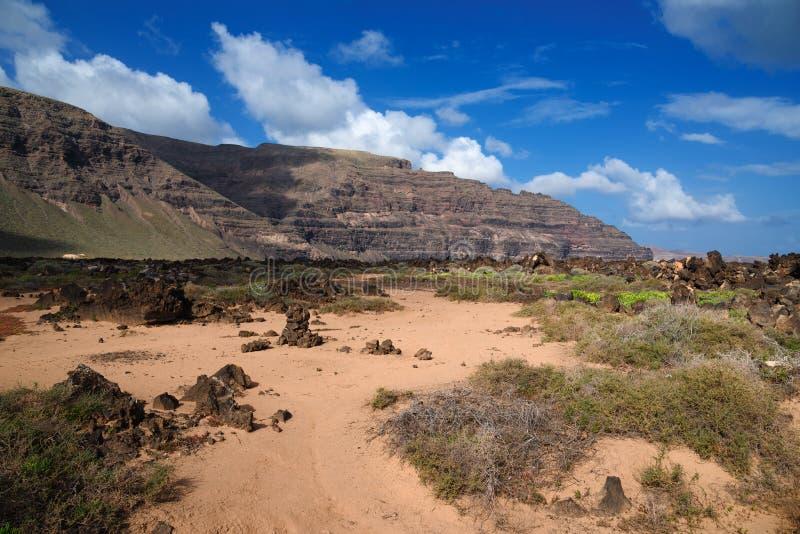 Paisaje volcánico, Orzola, Lanzarote, España fotografía de archivo libre de regalías