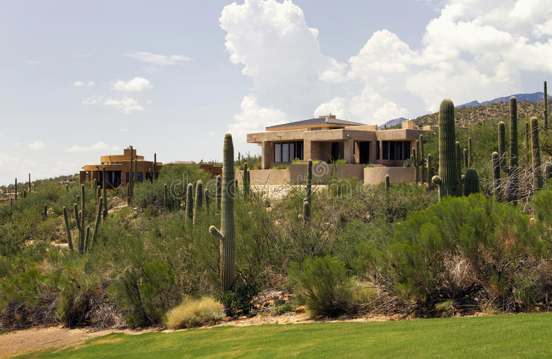 Paisaje y hogares escénicos del campo de golf de Arizona imágenes de archivo libres de regalías