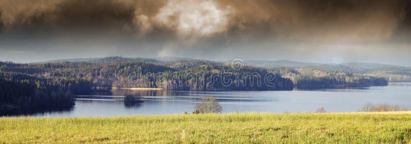 Paisaje y paisaje del lago fotografía de archivo