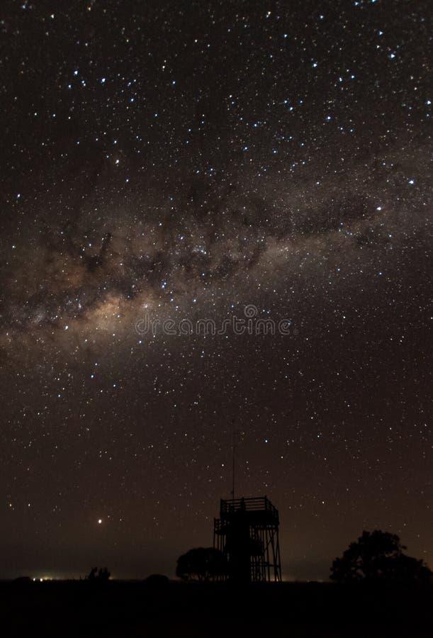 Paisajes de la reserva Suráfrica del juego de Mkhuze debajo de las estrellas imagen de archivo