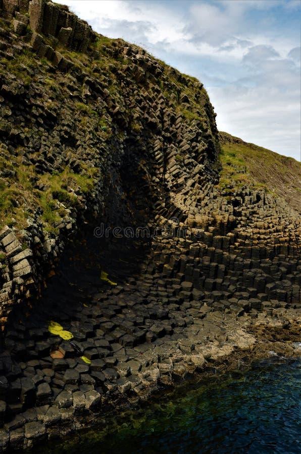 Paisajes escoceses - isla de Staffa fotografía de archivo libre de regalías