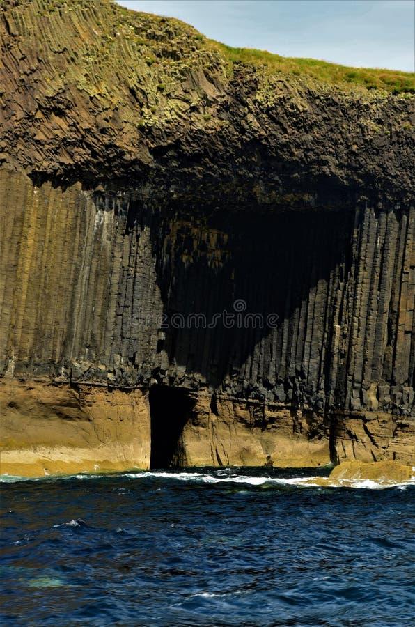 Paisajes escoceses - isla de Staffa fotos de archivo