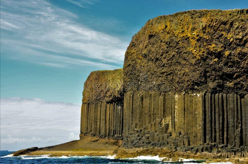 Paisajes escoceses - isla de Staffa fotografía de archivo