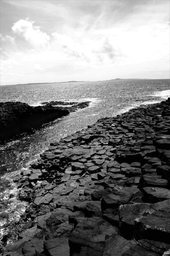Paisajes escoceses - isla de Staffa imagen de archivo libre de regalías