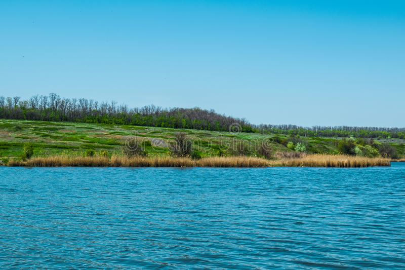 Paisajes hermosos de Rusia Región de Rostov Lugares coloridos Vegetación y ríos verdes con los lagos y los pantanos Bosques y mea imagen de archivo libre de regalías