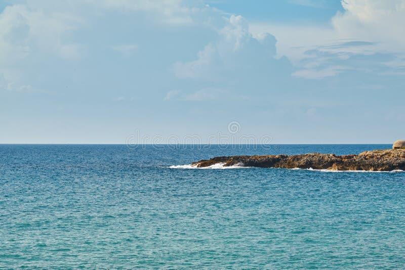 Paisajes naturales impresionantes y playa de Puglia, Italia imágenes de archivo libres de regalías