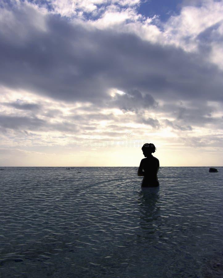 Download Paix à vous image stock. Image du nuage, dame, seaside, surf - 80227