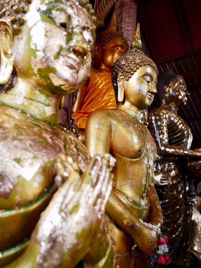 Paix de l'esprit avec Buddhas, Wat Yai Chai Mongkhon Ayutthaya, Thaïlande image libre de droits
