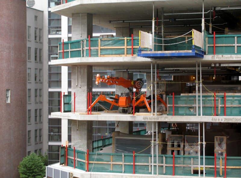Pająka żuraw przy budynek budową obraz royalty free