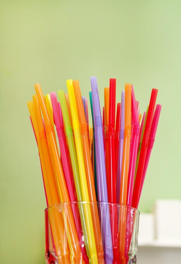 Pajas de beber coloridas, cierre para arriba Color de la paja de beber fotos de archivo libres de regalías