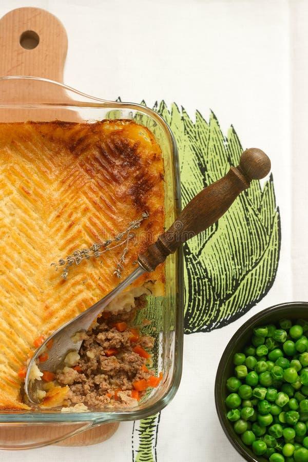 Pajen för herde` s eller stugapajen är en köttpaj med en toppning av den mosade potatisen arkivbild