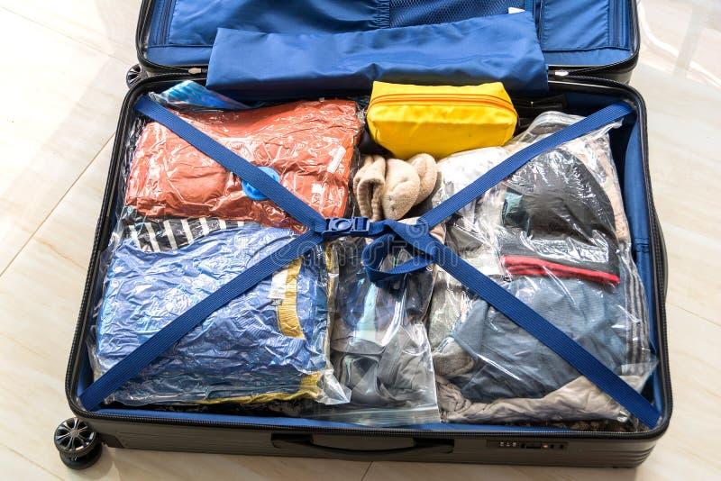 Pak de bagagezak voor sparen Ruimte in royalty-vrije stock afbeeldingen